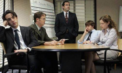 Van niezende collega's tot slechte grappen: Dit zijn de 5 grootste ergernissen op kantoor