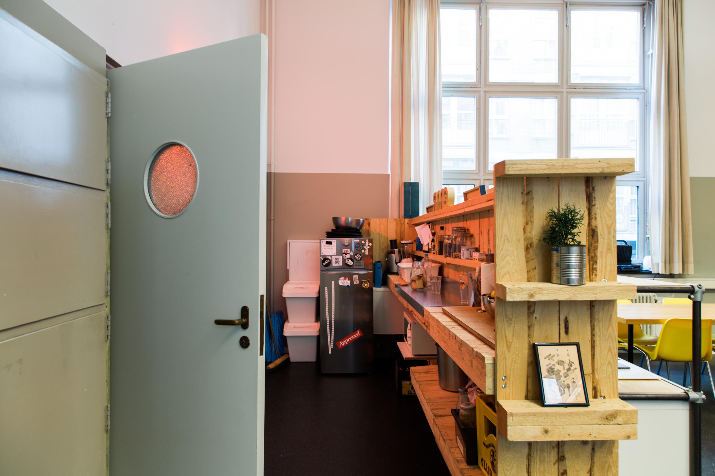 Grrr-Amsterdam-kantoor-keuken