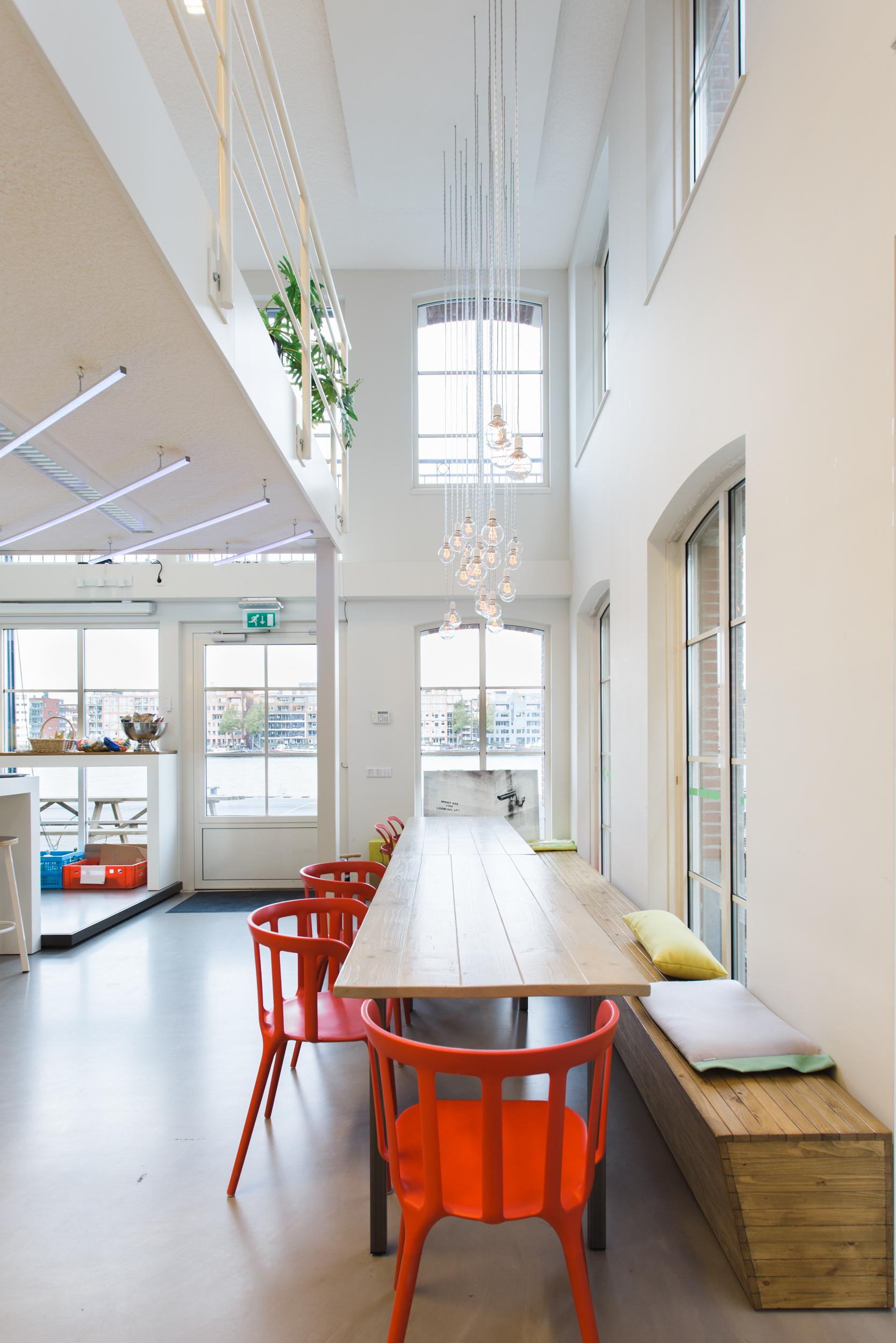 Q42-kantoor-zitplaatsen-keuken