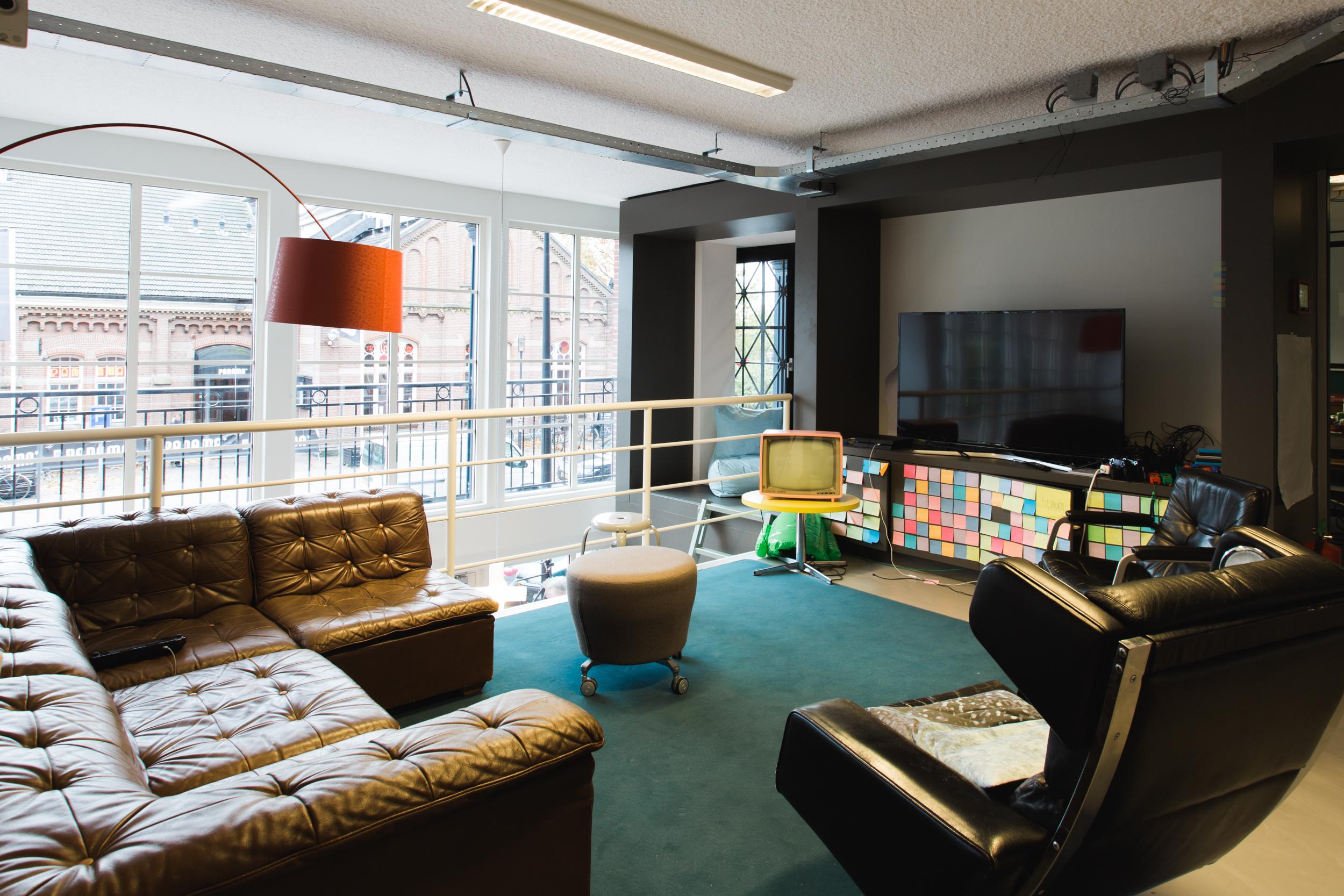Q42-office-salon-ruimte-playstation
