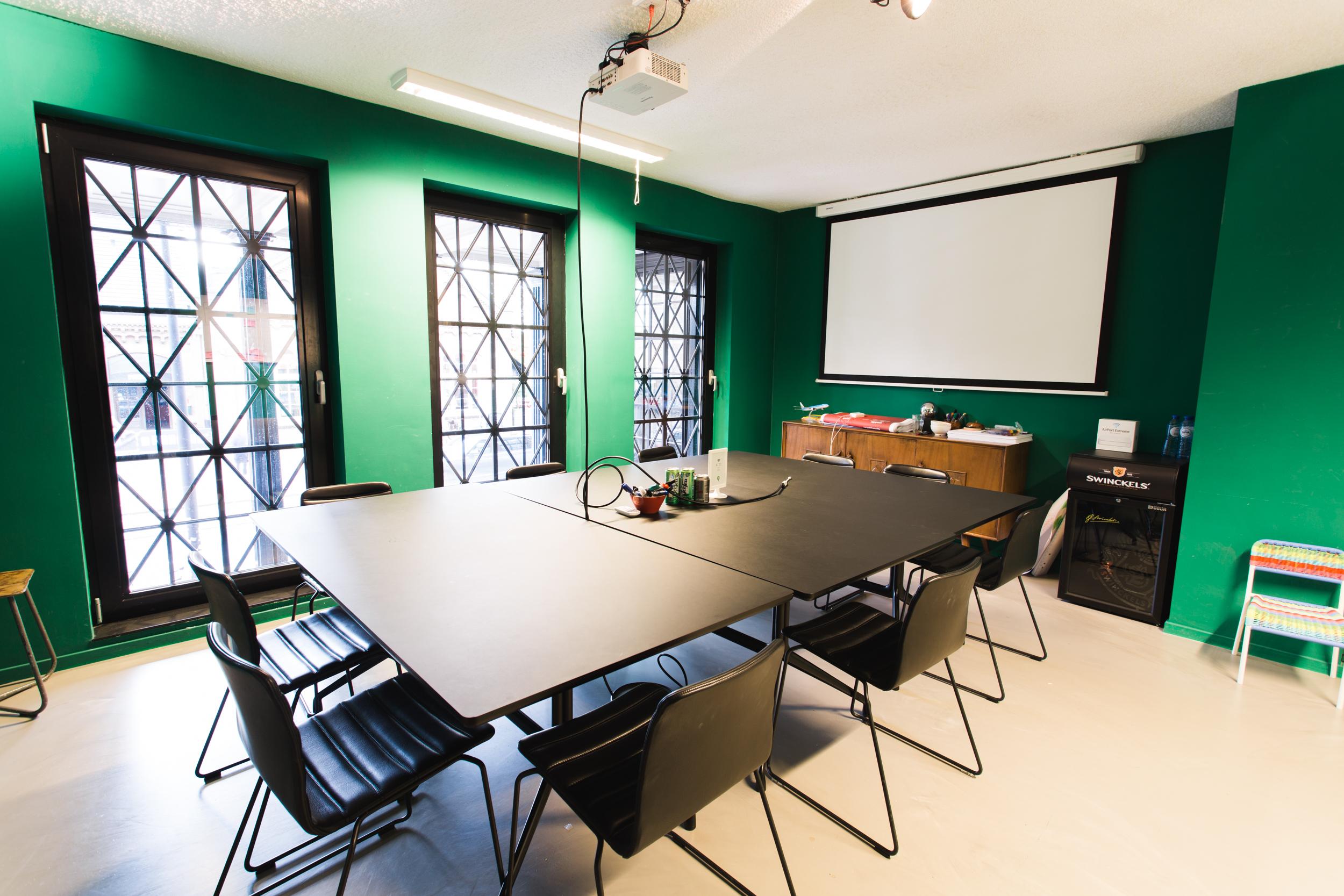 Q42-kantoor-zitplaatsen-vergaderzaal