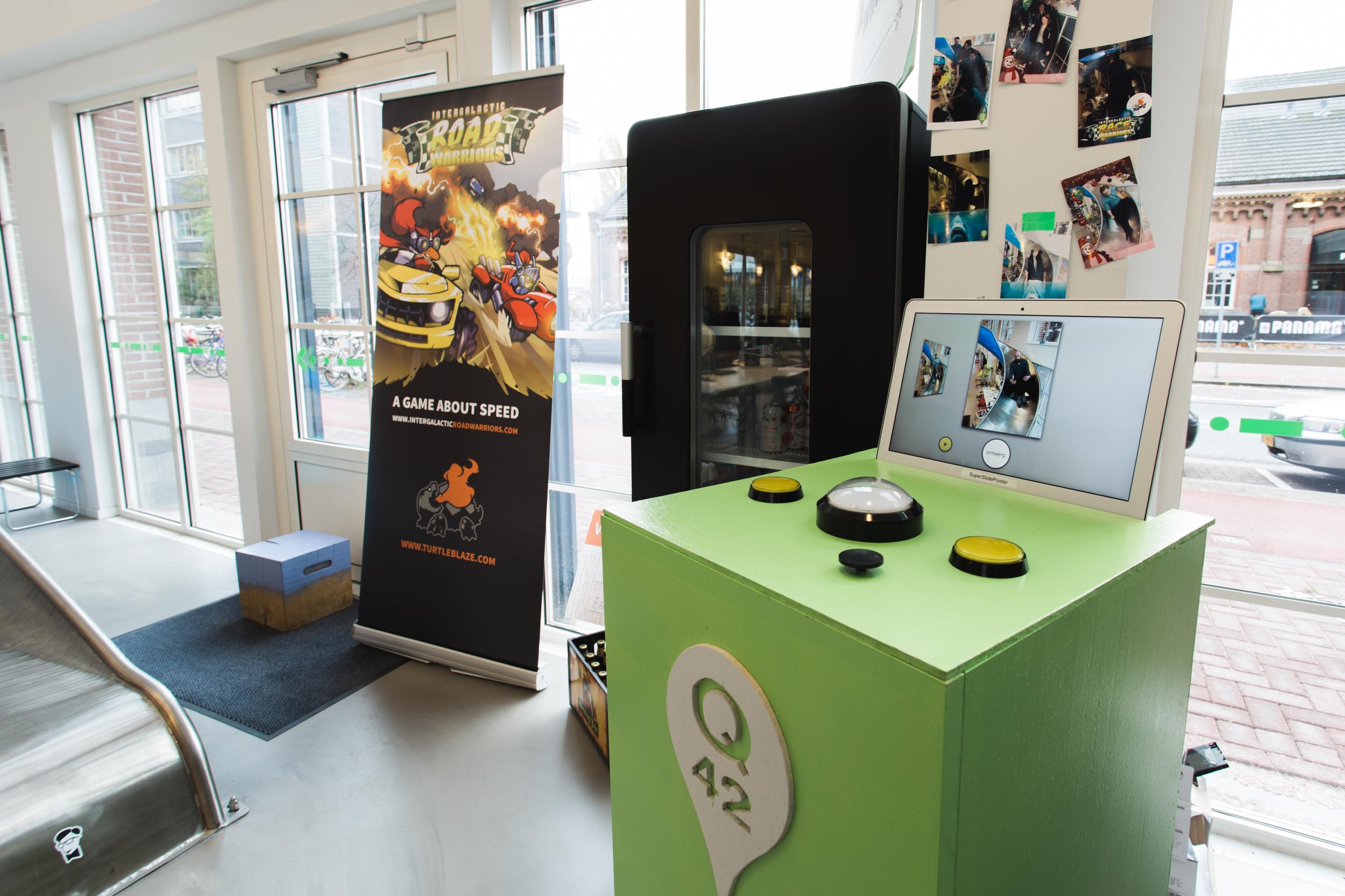 Q42-office-passietijd-games-fotocamera