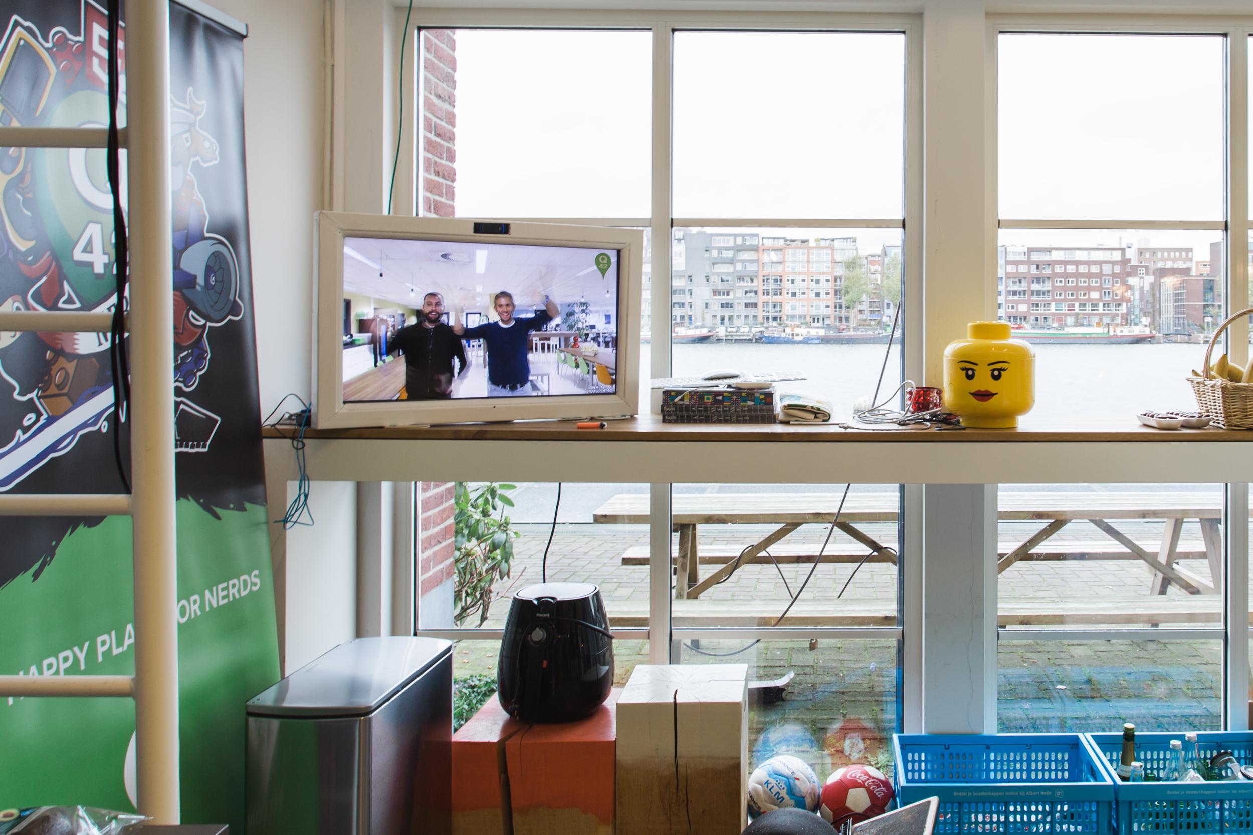 Q42-office-livestream-Den Haag