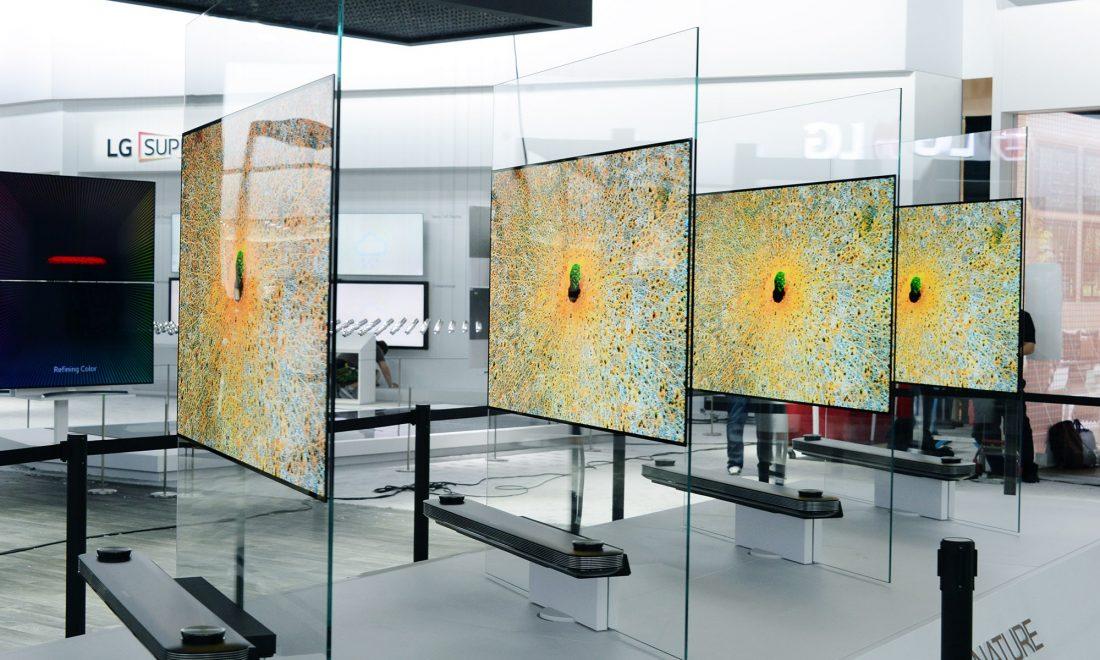Tv In Muur : De lg w is zo dun dat je hem als behang aan je muur hangt