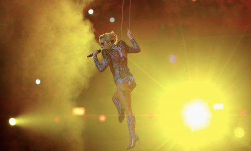 Lady Gaga combineert show naadloos met politiek statement tijdens de Super Bowl