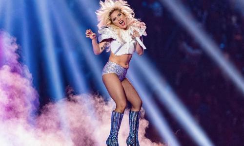 Vrouwen gaat heen en volg: Het inieminie buikje van Lady Gaga tijdens de Super Bowl