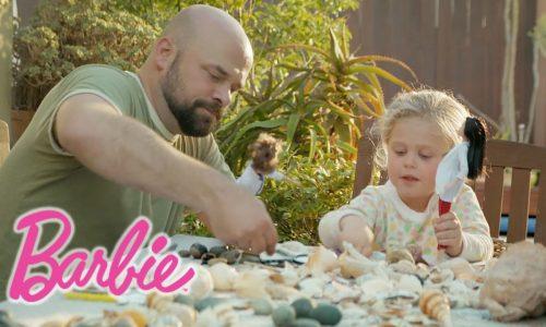 Mattel roept vaders op te spelen met Barbie in naam van emancipatie