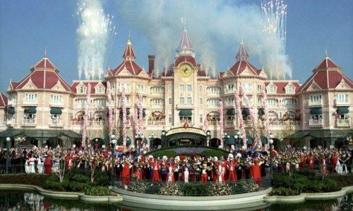 Disneyland Parijs viert dit jaar zijn 25ste verjaardag, Disneyfan Michiel Veenstra viert het mee