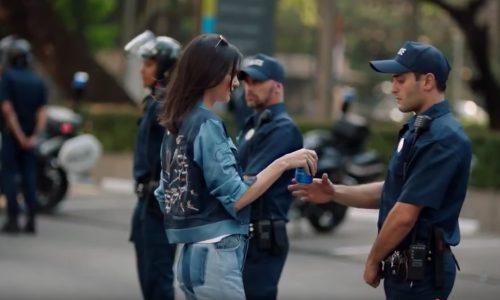 Pepsi voorkomt confrontatie met boze menigte door commercial terug te trekken
