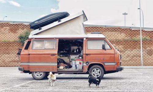 #Becausewevan: reisjournalist Hedwig Wiebes woont en werkt in een oud Volkswagen-busje