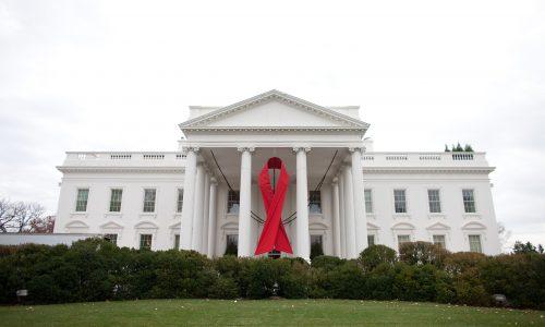 Onverschillige Trump leidt tot massa-opstapronde in de hiv/aids-adviesraad