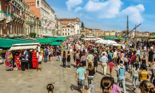 Venetië verzuipt door toeristenstroom