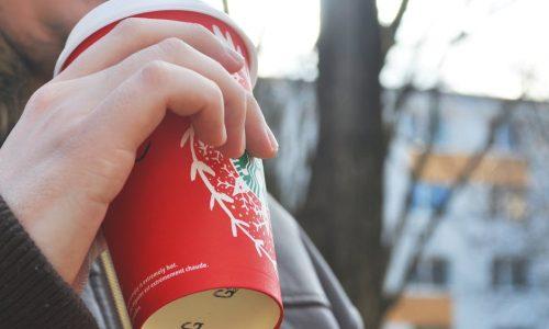 Starbucks-barista's in rep en roer vanwege de Pumpkin Spice Latte