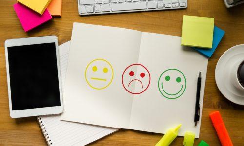 Waarom het sturen van een smiley juist een averechts effect heeft