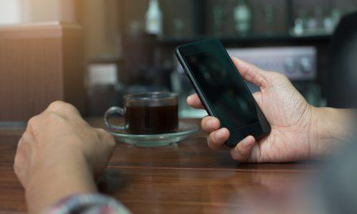 Onderzoek: 'Ook jongeren maken zich zorgen over de tijd die ze op smartphones doorbrengen'