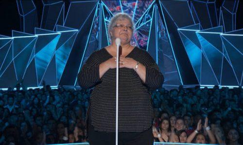 Staande ovatie voor moeder van overleden Heather Heyer tijdens VMA's