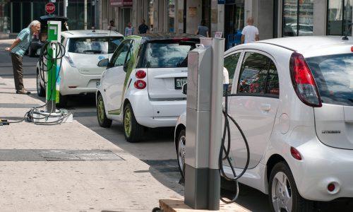 Op naar een groene toekomst: grote bedrijven zetten in op elektrisch rijden