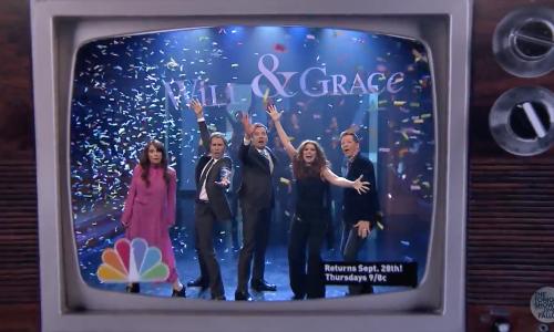 De Will & Grace cast voerde zojuist de serie themesong op mét tekst