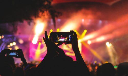 Als je imago niet strookt met je gevoel: docu #DJ toont nepheid van social media