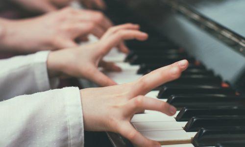 Muziek is de oplossing voor betere schoolresultaten: 'Kinderen hebben tot 6 uur muziek nodig per week'