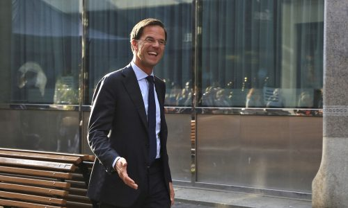 VVD-Ministers maken lol om eigen achterhaalde gedachtegoed voor ze het bordes op stappen
