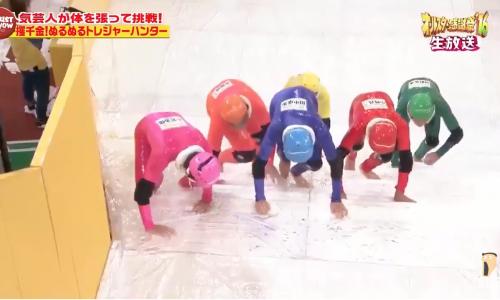 Glibberige Japanse spelshow Slippery Stairs werkt enorm op je lachspieren