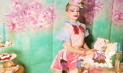 Deze tienjarige drag queen geeft zijn ongeremde LGBTQ-advies voor de feestdagen