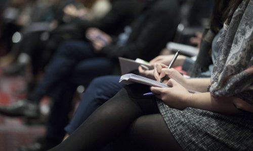 Drie redenen waarom je je laptop tijdens een college of vergadering beter thuis kan laten