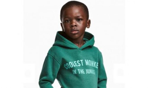 H&M beschuldigd van racisme na tonen gekleurd kindermodel in 'coolest monkey' trui