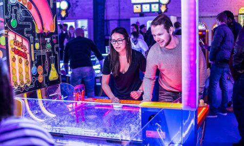Zin in een spelletje? Amsterdam opent Europa's eerste airhockey club