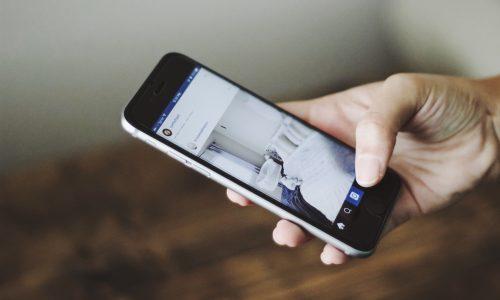 Oud-medewerkers Facebook, Google en Apple starten campagne tegen social-mediaverslaving