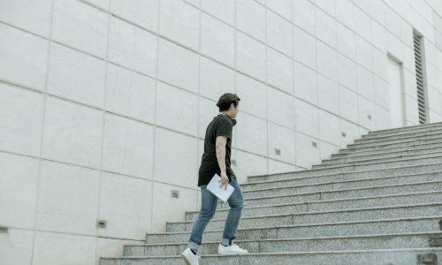 Hoe kan het dat je volledig buiten adem raakt door traplopen?