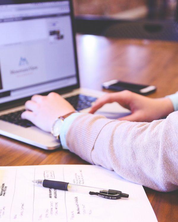 Vrouw, tech-industrie, kantoor