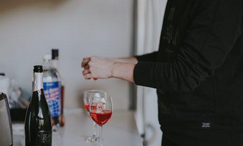 Nieuw onderzoek: ook één glas alcohol per dag verkort je leven