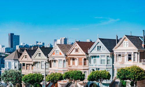 Californië verplicht zonnepanelen bij nieuwbouwhuizen: wat kunnen wij leren?