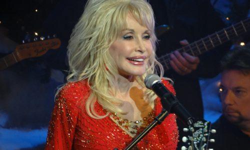 Dolly Parton gaat haar 8 favoriete nummers verfilmen met Netflix