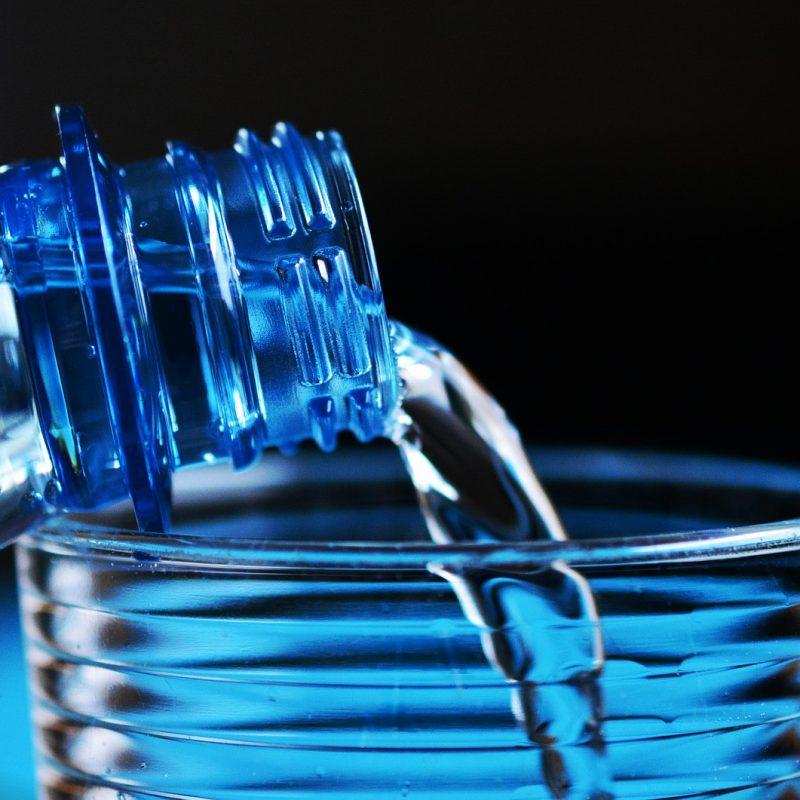 Drinken hittegolf water