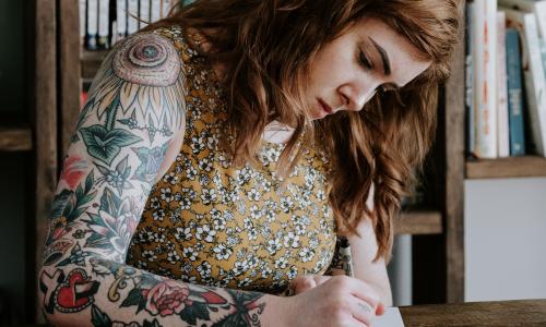 Word je minder snel aangenomen als je tatoeages hebt?
