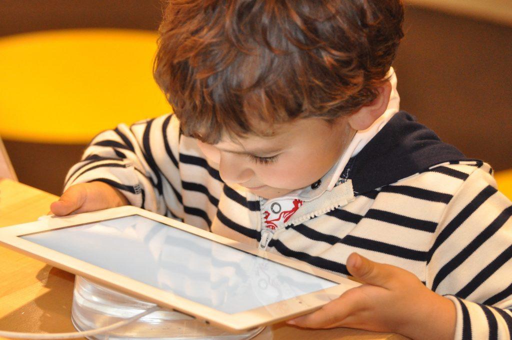 Kind tablet, beeldgebruik, beeldscherm