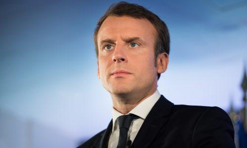 Vrouwen sturen foto's van grote gezinnen naar Macron na opmerking over Afrika