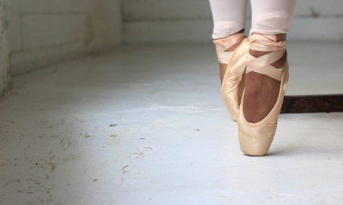 Voor het eerst donkere spitzen voor balletdanseressen op de markt