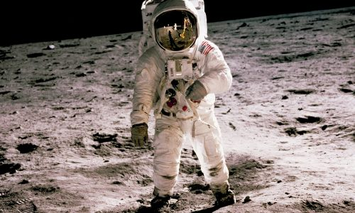 Eerste vrouwelijke ruimtevaartmissie wordt afgelast door NASA
