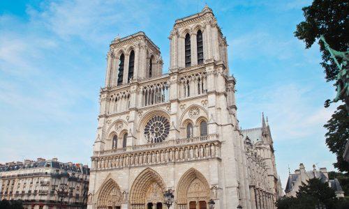 De Notre-Dame in Parijs stond in brand: dit moet je hierover weten