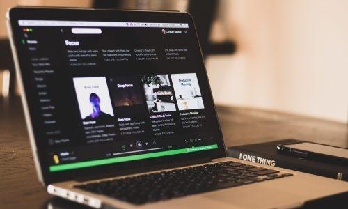 Bijna 40 procent van de Nederlanders luistert naar Spotify