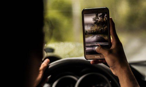 Telefoongebruik achter het stuur sneller beboet dankzij nieuwe camera's