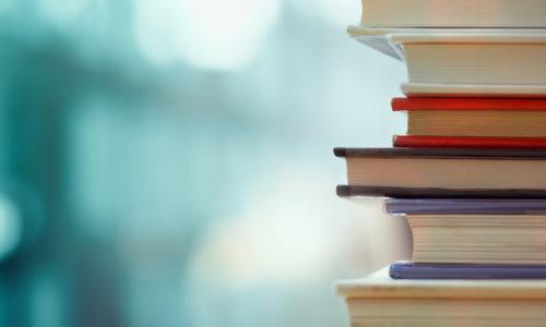 Wil jij de top bereiken? Met deze drie girlboss-boeken moet dat lukken!