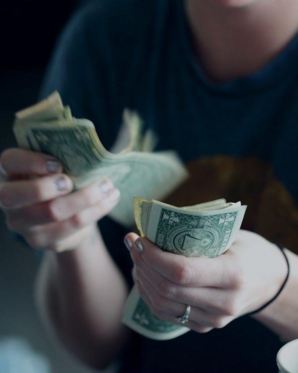 geld uitgeven tijdens crisis