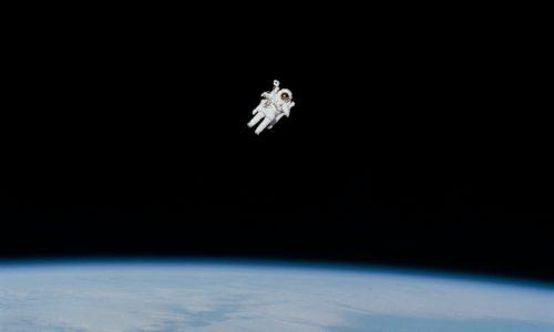 NASA en beautymerk Estée Lauder slaan handen ineen voor reclamespotje